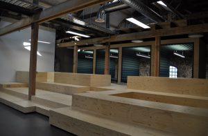 Trae Lyx beschermt houten podiumelementen voor intensief gebruik